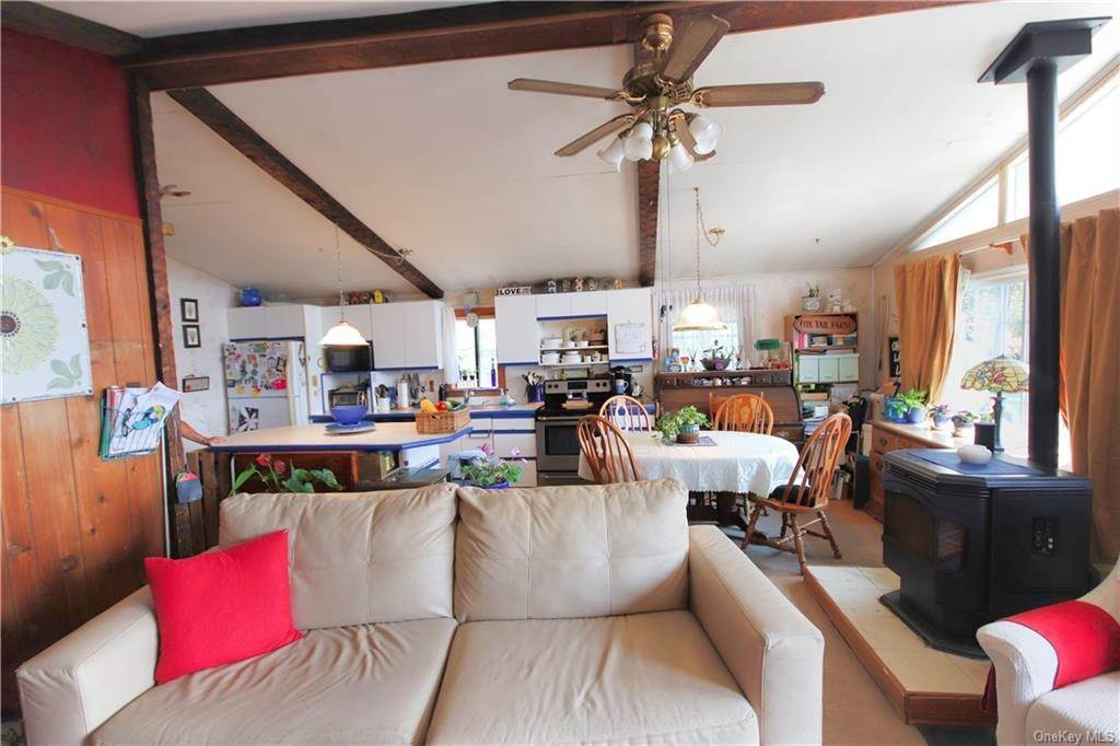 25. Single Family Home for Sale at 184 N Kaisertown Road Montgomery, New York, 12549 United States