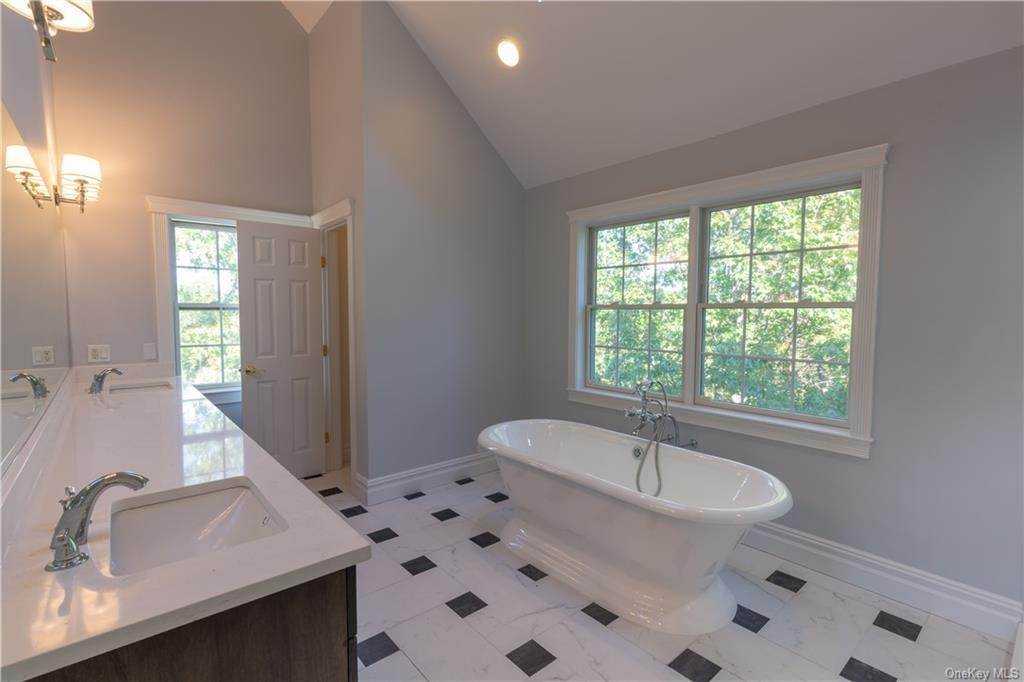 25. Single Family Home for Sale at 51 Juniper Terrace Tuxedo Park, New York, 10987 United States