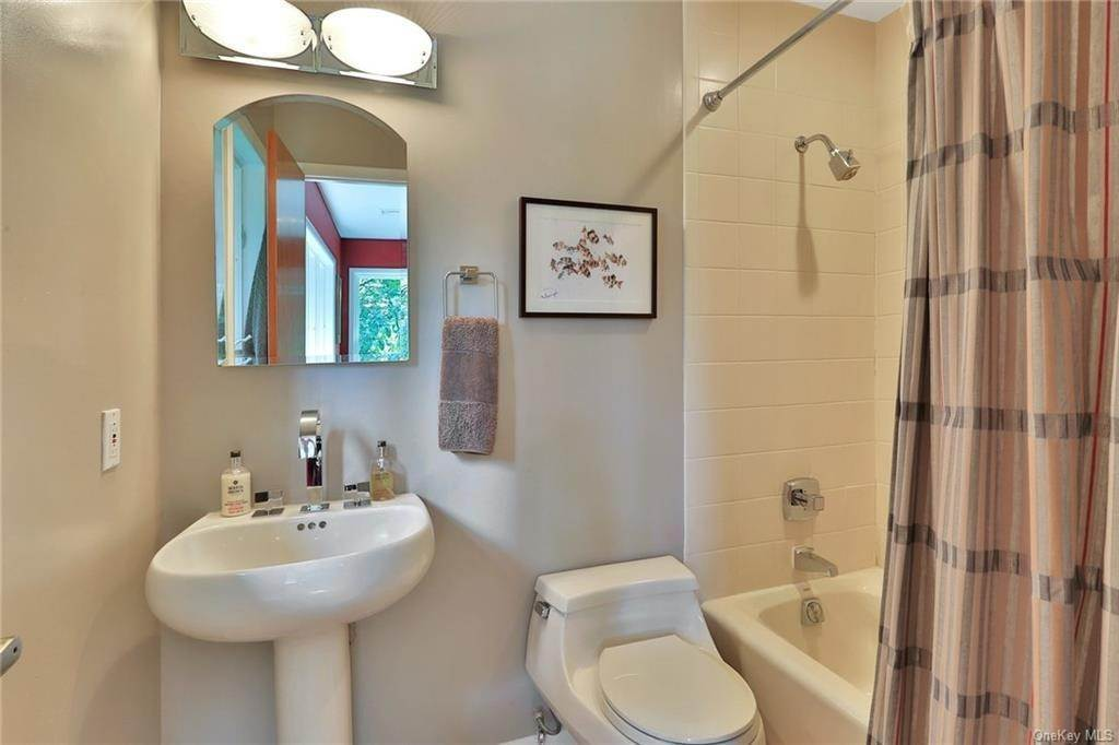 25. Single Family Home for Sale at 7 Sky Drive New City, New York, 10956 United States