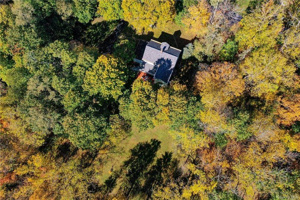 25. Single Family Home for Sale at 1683 Strawberry Road Mohegan Lake, New York, 10547 United States