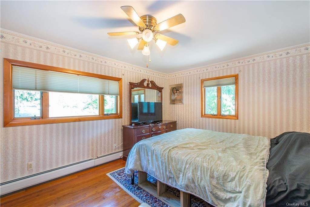 25. Single Family Home for Sale at 200 Jersey Avenue Greenwood Lake, New York, 10925 United States