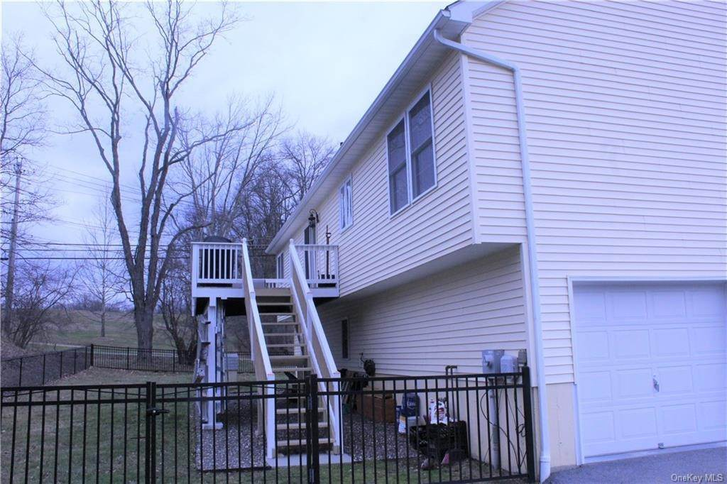 25. Single Family Home for Sale at 2 Horse Shoe Court Goshen, New York, 10924 United States