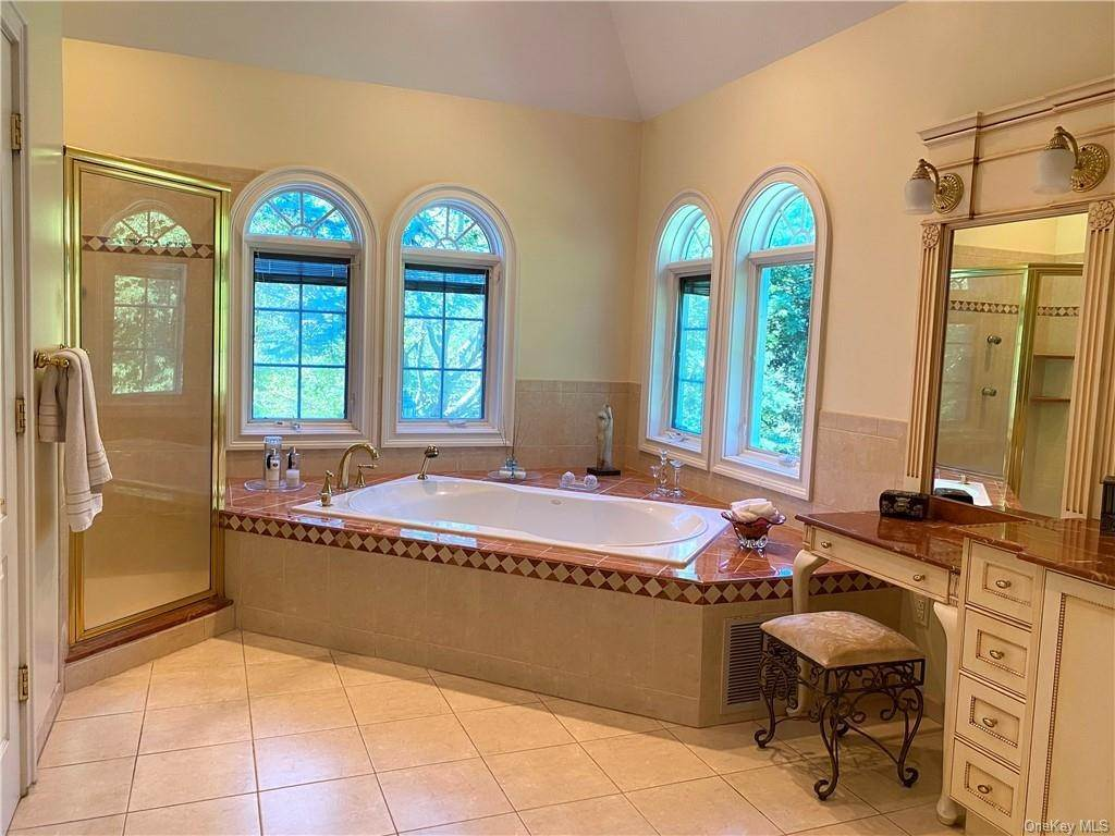 25. Single Family Home for Sale at 29 Helmstown Court Tuxedo Park, New York, 10987 United States