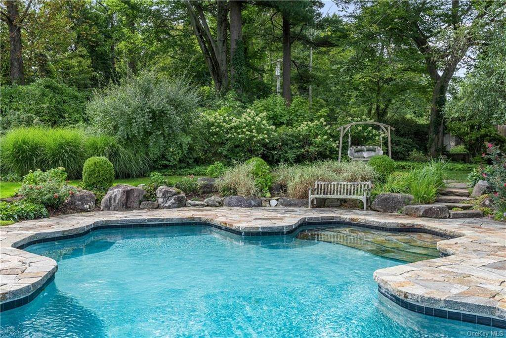 26. Single Family Home for Sale at 10 Broad Brook Road Bedford Hills, New York, 10507 United States