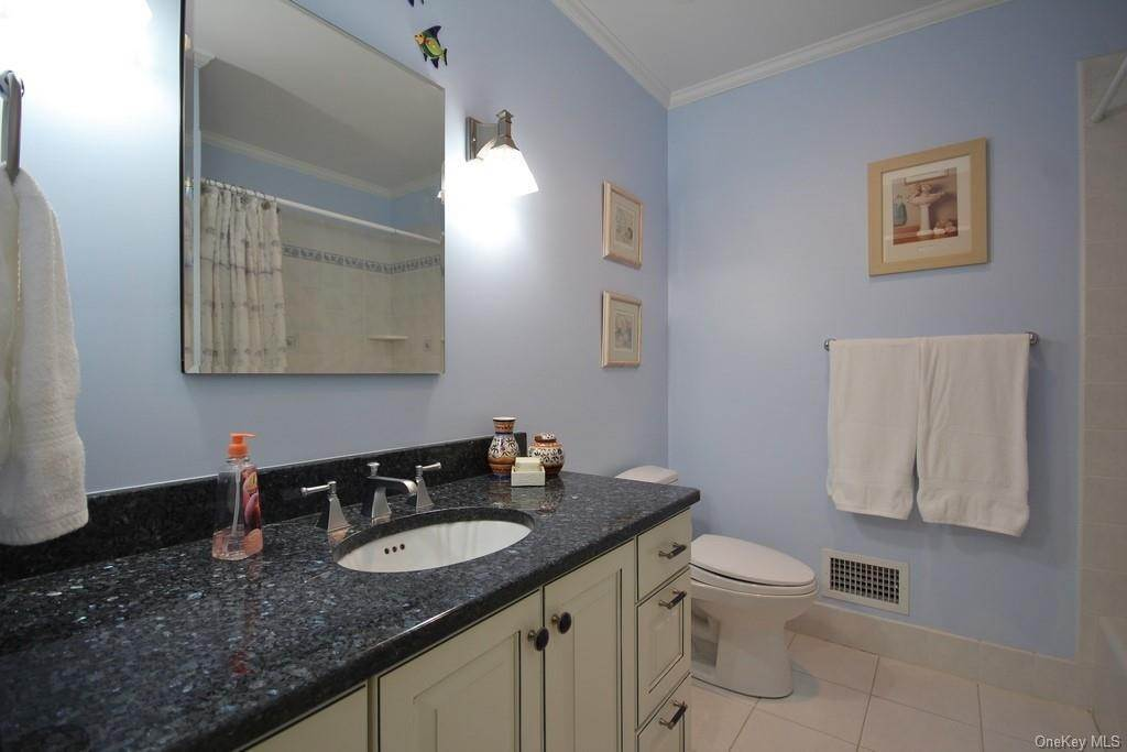 26. Single Family Home for Sale at 151 Revolutionary Road Briarcliff Manor, New York, 10510 United States