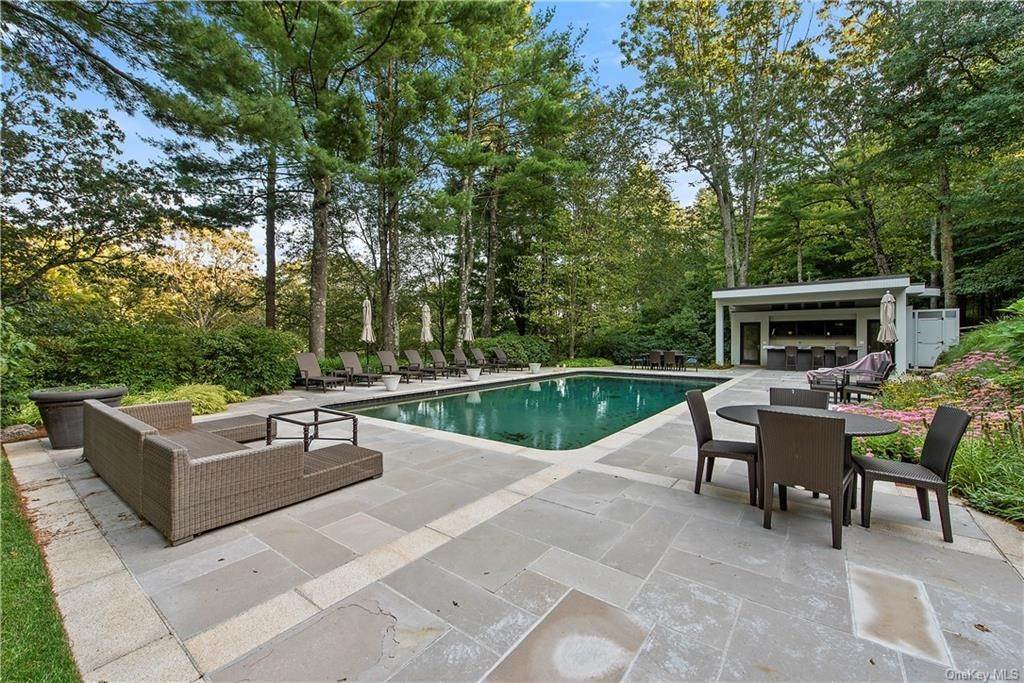 26. Single Family Home for Sale at 10 Beech Hill Lane Pound Ridge, New York, 10576 United States