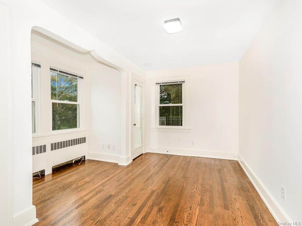 26. Single Family Home for Sale at 108 Seneca Avenue Yonkers, New York, 10710 United States