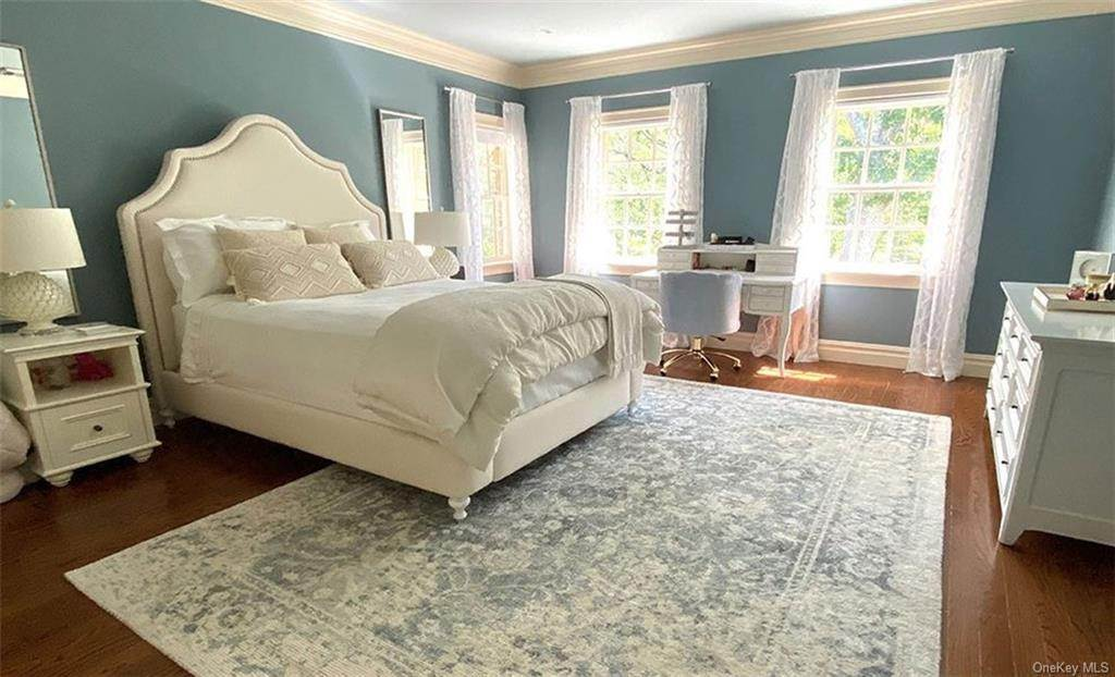 26. Single Family Home for Sale at 75 Summit Road Tuxedo Park, New York, 10987 United States