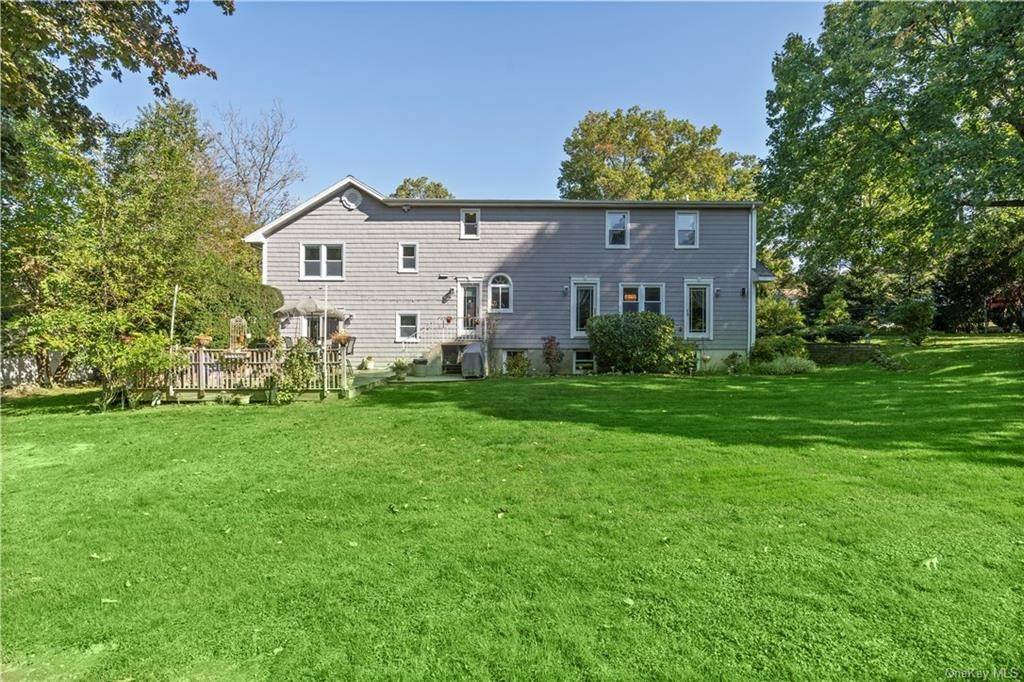 26. Single Family Home for Sale at 160 Woodlands Avenue White Plains, New York, 10607 United States