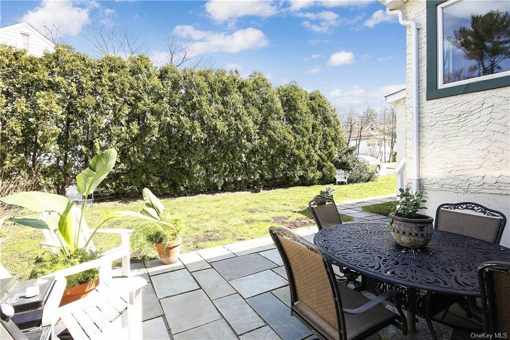26. Single Family Home por un Venta en 31 Rugby Lane Scarsdale, Nueva York, 10583 Estados Unidos