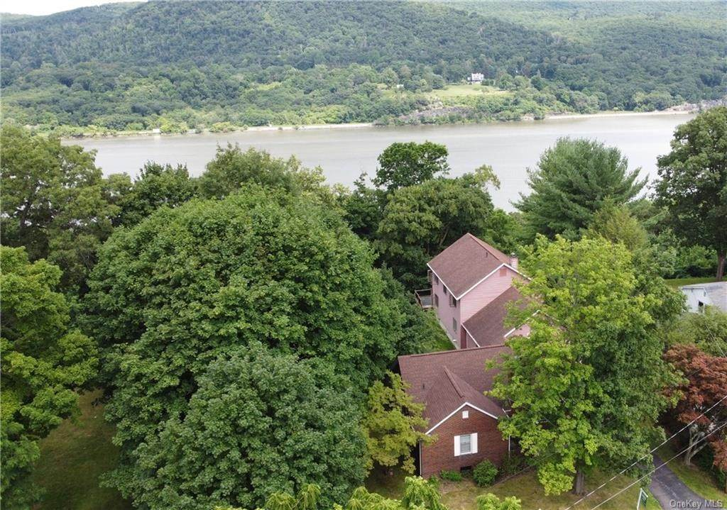 26. Single Family Home for Sale at 62 Ondaora Parkway Highland Falls, New York, 10928 United States