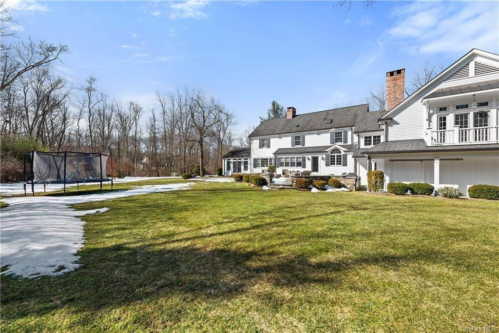 26. Single Family Home for Sale at 17 Colony Row Chappaqua, New York, 10514 United States