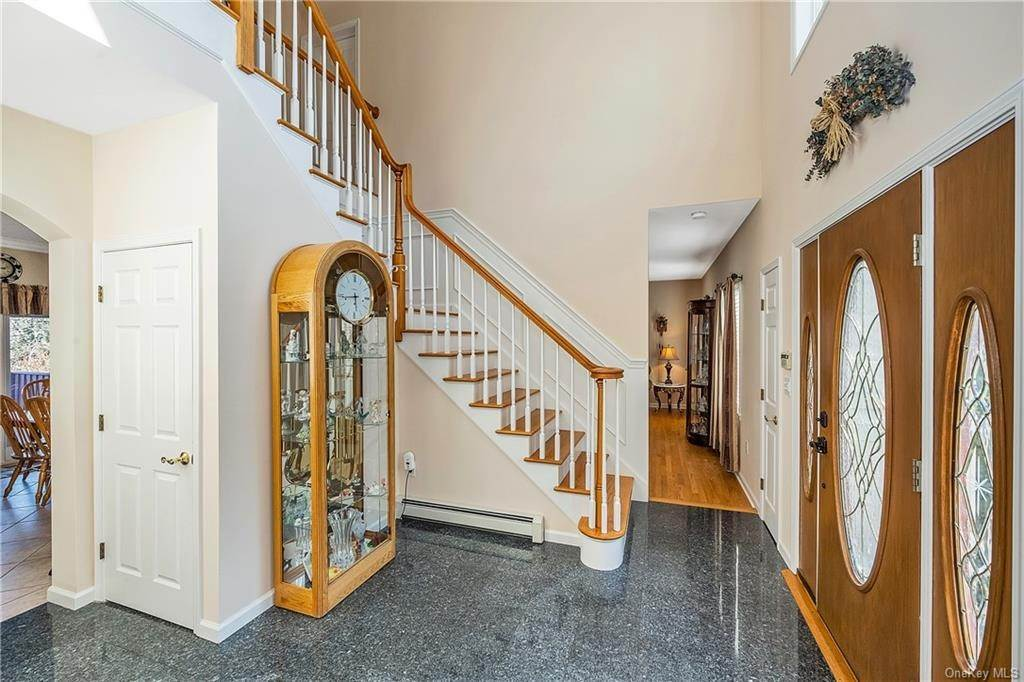 26. Single Family Home for Sale at 35 Sylvan Road Port Chester, New York, 10573 United States