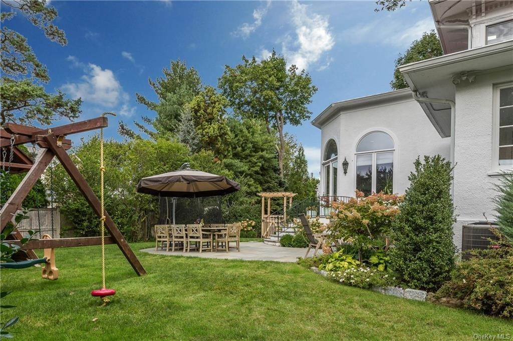 26. Single Family Home for Sale at 119 White Plains Road Bronxville, New York, 10708 United States
