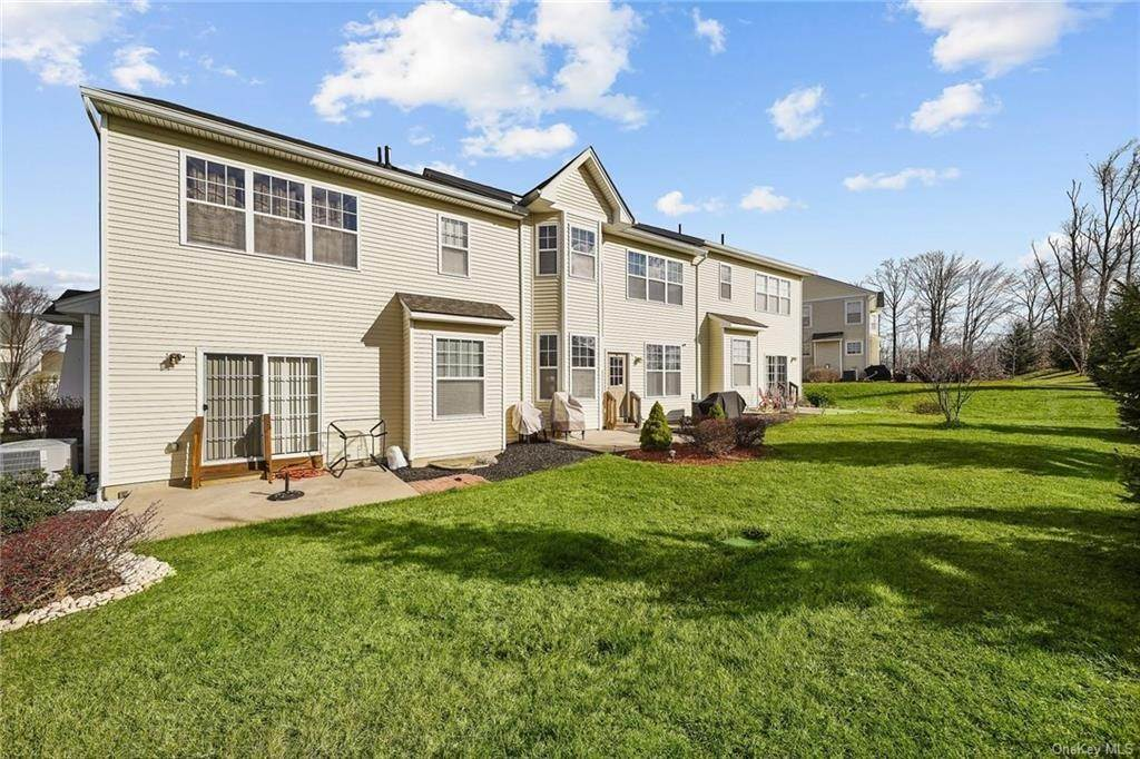 26. Single Family Home for Sale at 16 Cobblestone Lane Middletown, New York, 10940 United States