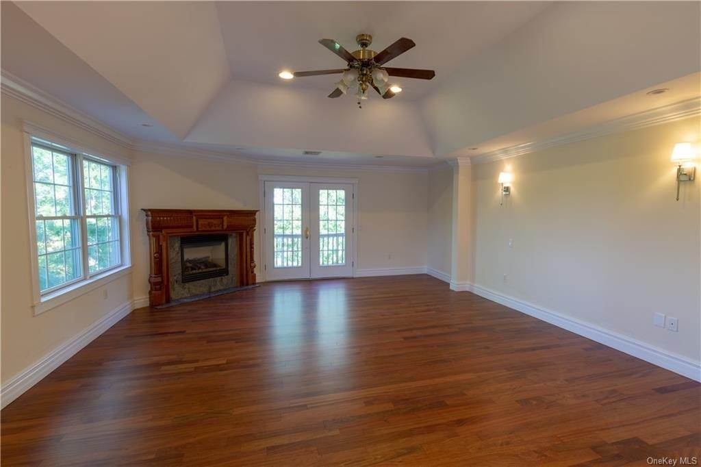 26. Single Family Home for Sale at 51 Juniper Terrace Tuxedo Park, New York, 10987 United States