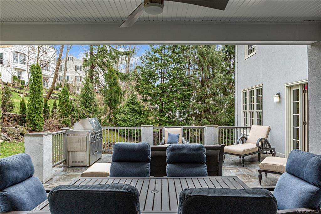 26. Single Family Home for Sale at 1 Woodland Avenue Bronxville, New York, 10708 United States