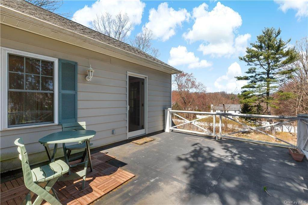 26. Single Family Home for Sale at 2032 Crompond Road Cortlandt Manor, New York, 10567 United States