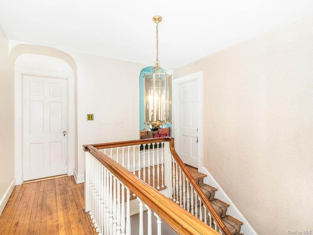 26. Single Family Home for Sale at 62 Cortlandt Avenue New Rochelle, New York, 10801 United States