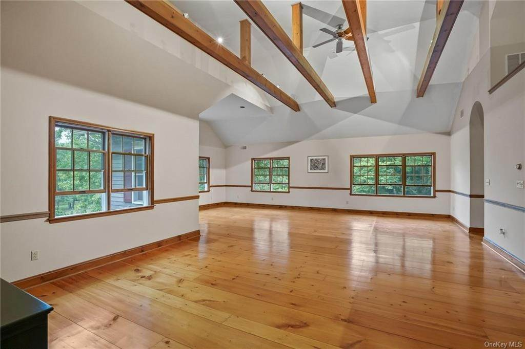 26. Single Family Home for Sale at 184 Sarah Wells Trail Campbell Hall, New York, 10916 United States