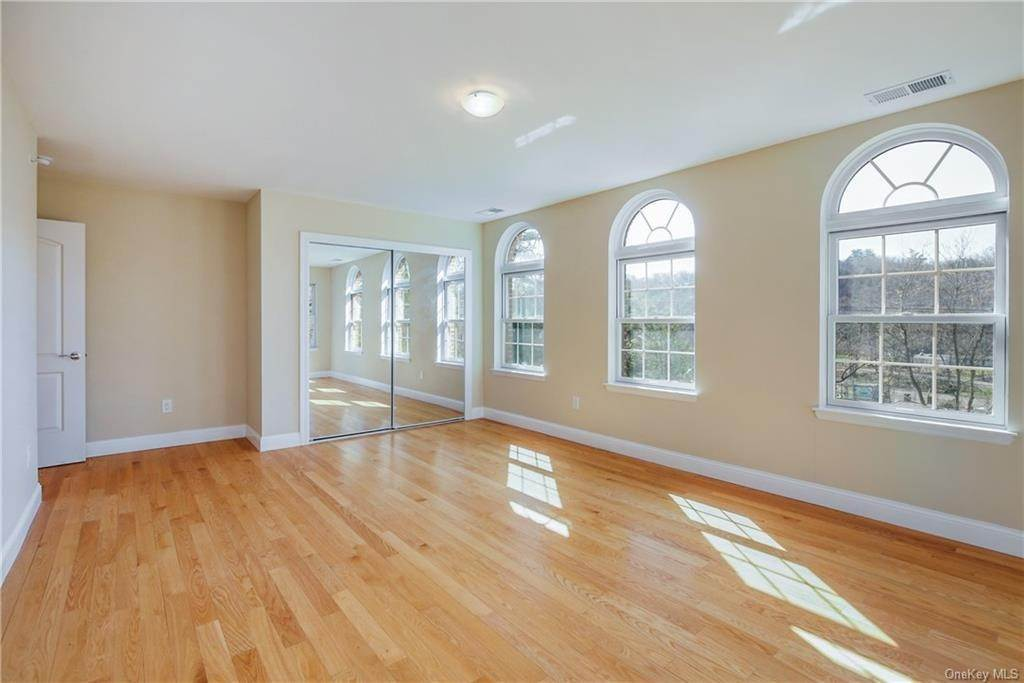 26. Single Family Home for Sale at 223 Sprain Road Scarsdale, New York, 10583 United States