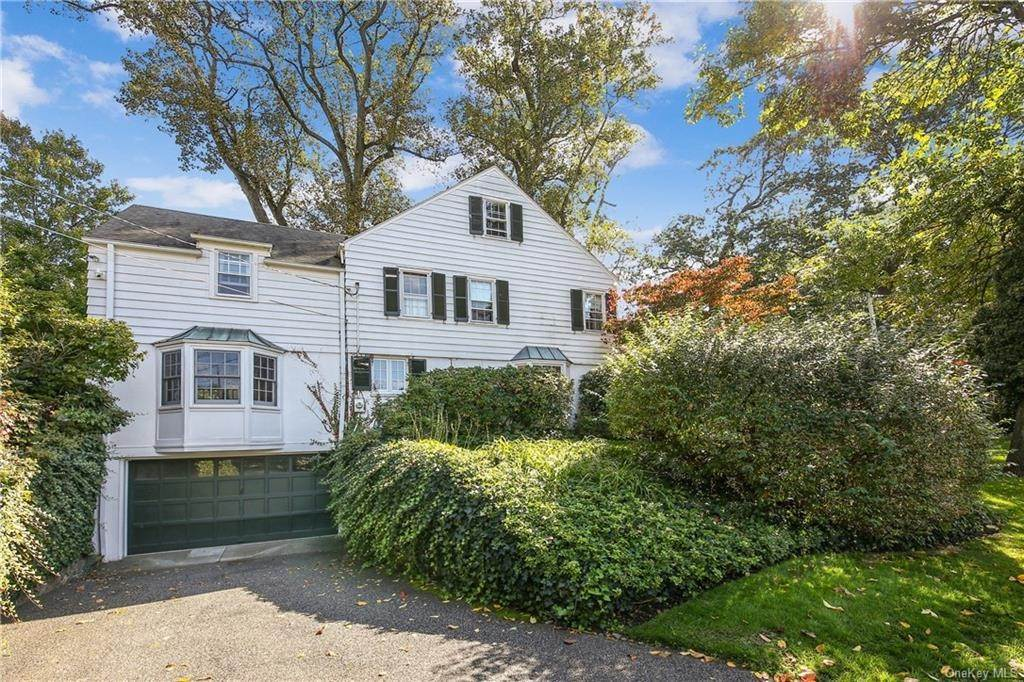 27. Single Family Home for Sale at 1 Hemlock Road Bronxville, New York, 10708 United States