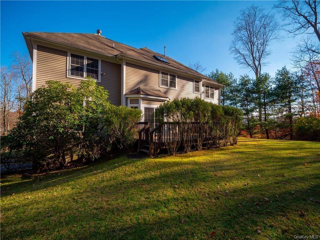 27. Single Family Home for Sale at 2689 Deer Street Mohegan Lake, New York, 10547 United States
