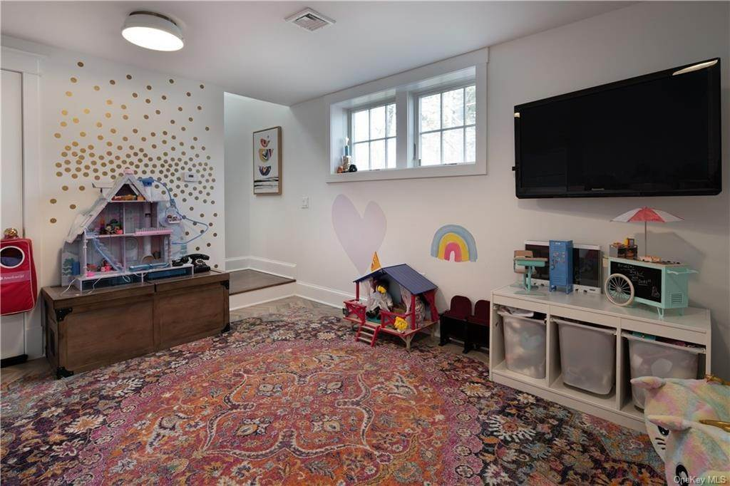 27. Single Family Home for Sale at 90 Rockland Road Sparkill, New York, 10976 United States