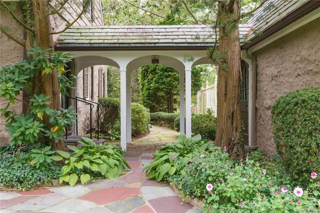 27. Single Family Home for Sale at 3 Richbell Road Scarsdale, New York, 10583 United States