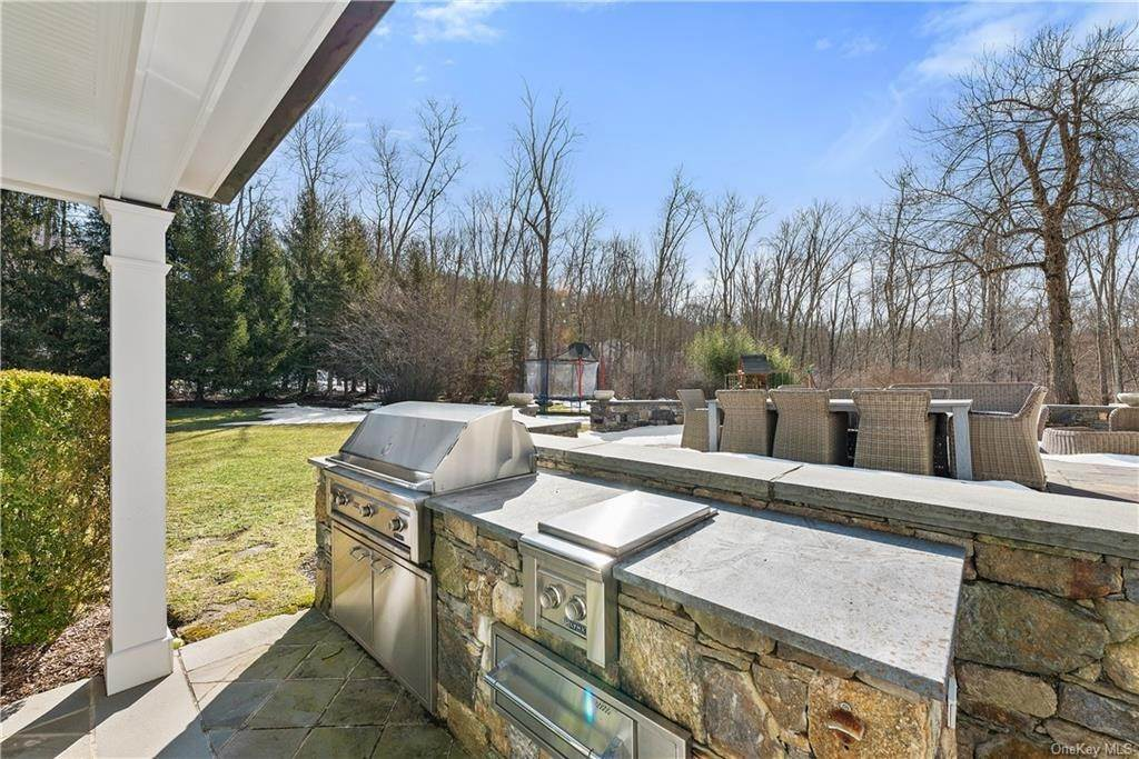 27. Single Family Home for Sale at 17 Colony Row Chappaqua, New York, 10514 United States