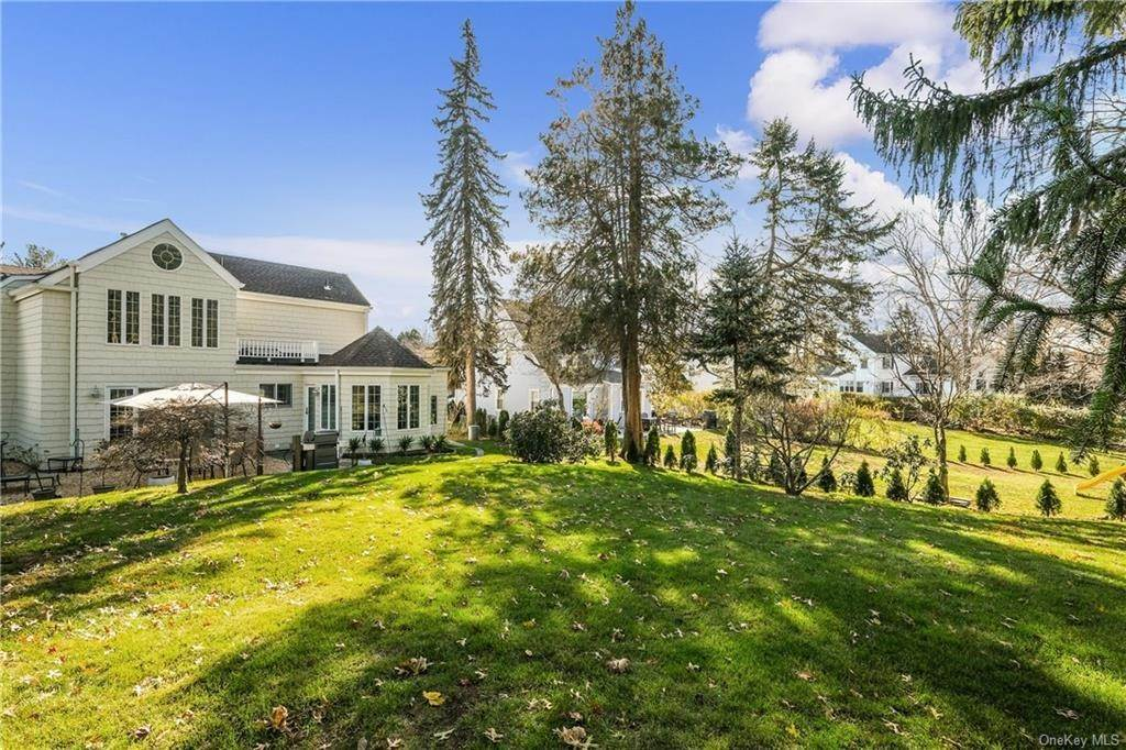 27. Single Family Home for Sale at 19 Old Well Road Purchase, New York, 10577 United States