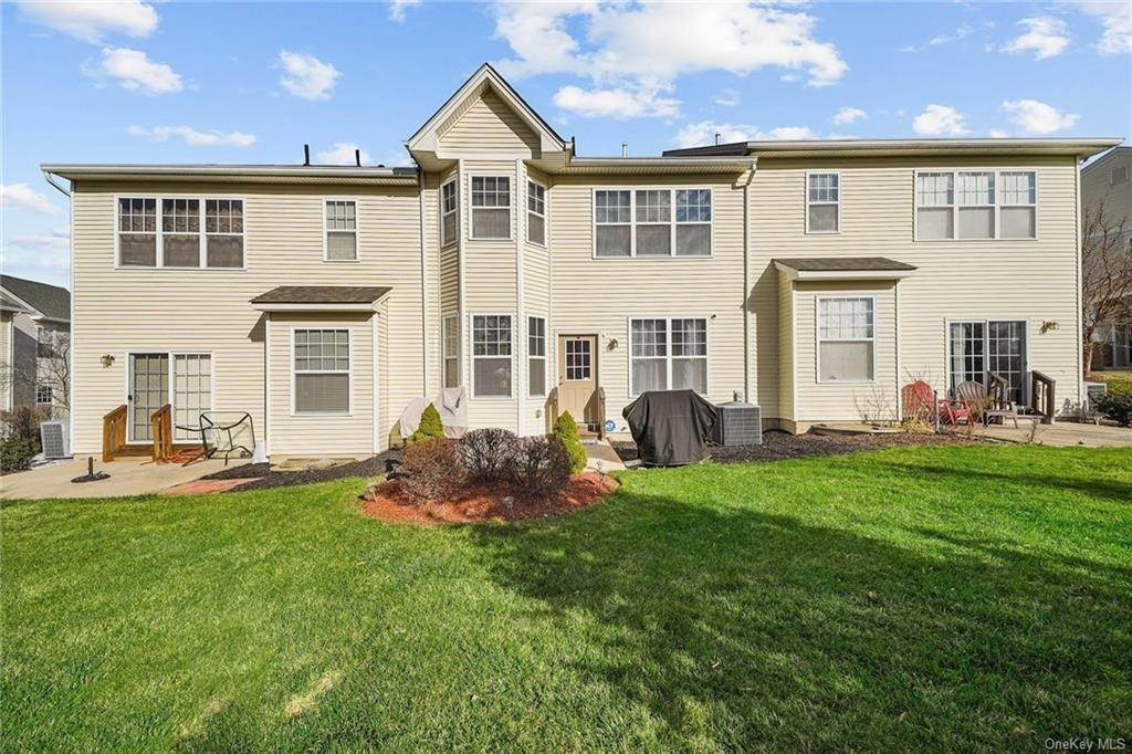 27. Single Family Home for Sale at 16 Cobblestone Lane Middletown, New York, 10940 United States