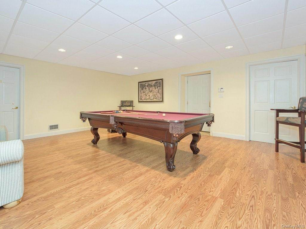 27. Single Family Home for Sale at 4 Thornbrook Lane Bedford, New York, 10506 United States