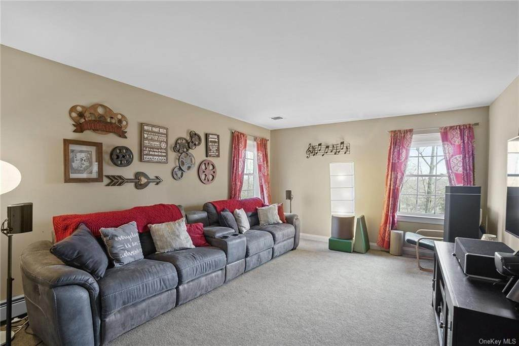 28. Single Family Home for Sale at 19 Coleman Drive Campbell Hall, New York, 10916 United States