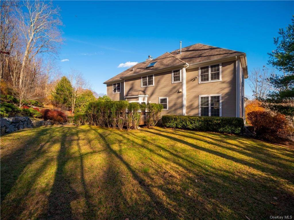 28. Single Family Home for Sale at 2689 Deer Street Mohegan Lake, New York, 10547 United States