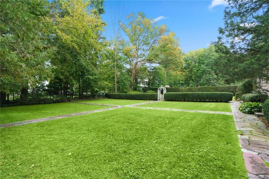 28. Single Family Home for Sale at 3 Richbell Road Scarsdale, New York, 10583 United States