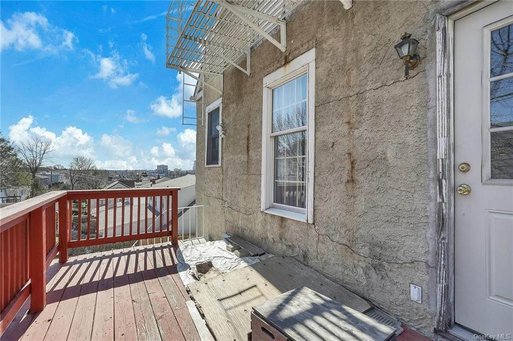 28. Single Family Home for Sale at 354 Columbus Avenue West Harrison, New York, 10604 United States