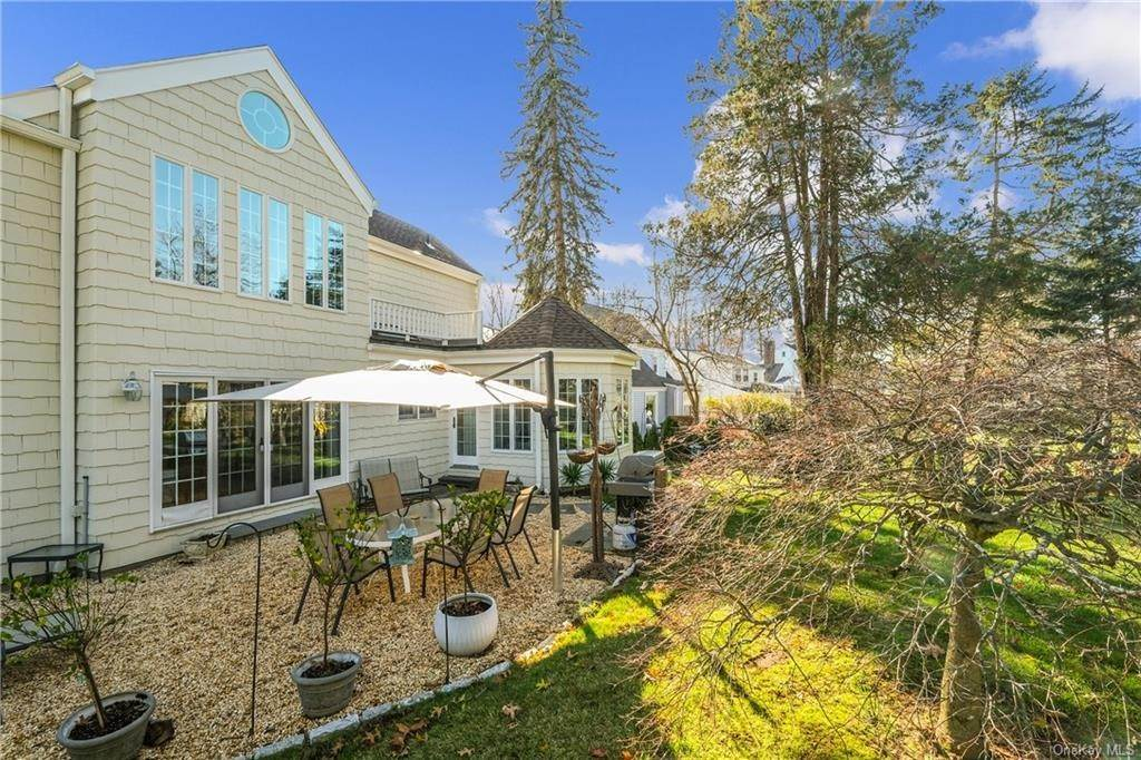 28. Single Family Home for Sale at 19 Old Well Road Purchase, New York, 10577 United States
