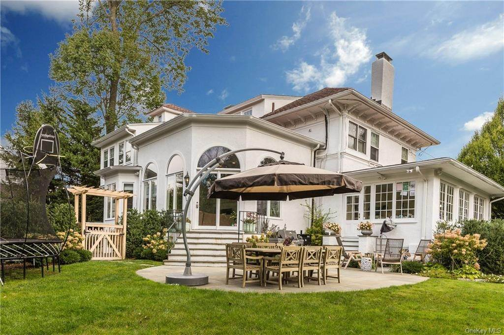 28. Single Family Home for Sale at 119 White Plains Road Bronxville, New York, 10708 United States