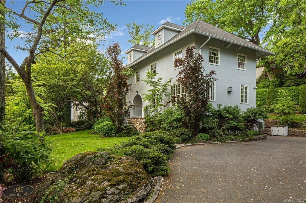 28. Single Family Home for Sale at 1 Woodland Avenue Bronxville, New York, 10708 United States