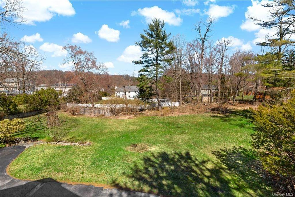28. Single Family Home for Sale at 2032 Crompond Road Cortlandt Manor, New York, 10567 United States