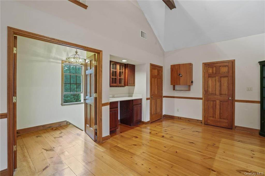 28. Single Family Home for Sale at 184 Sarah Wells Trail Campbell Hall, New York, 10916 United States