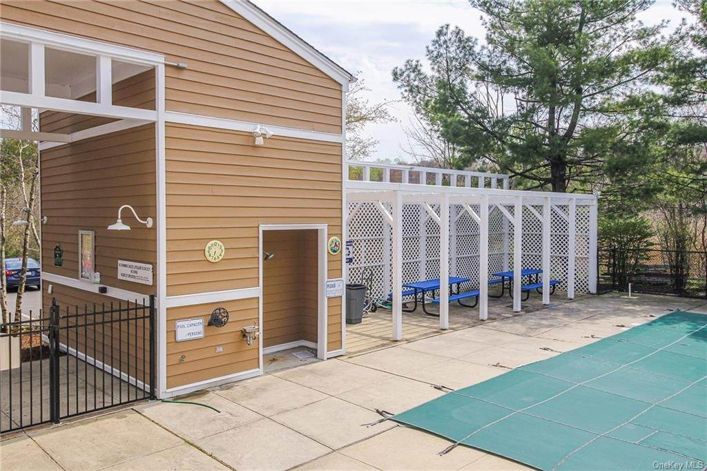 29. Rental Communities for Rent at 58 Pond View Lane Chappaqua, New York, 10514 United States