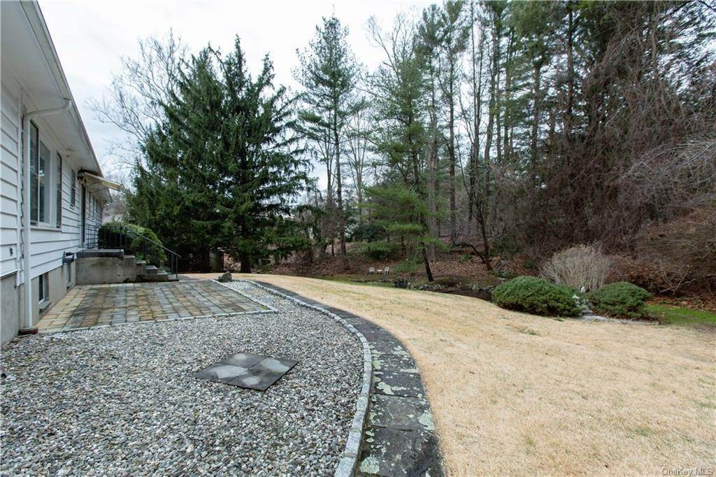 29. Single Family Home for Sale at 70 Goldens Bridge Road Katonah, New York, 10536 United States