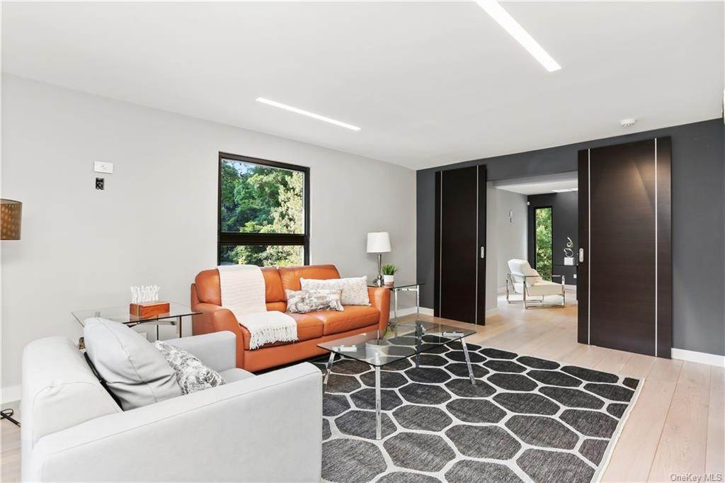 29. Single Family Home for Sale at 862 Fenimore Road Larchmont, New York, 10538 United States
