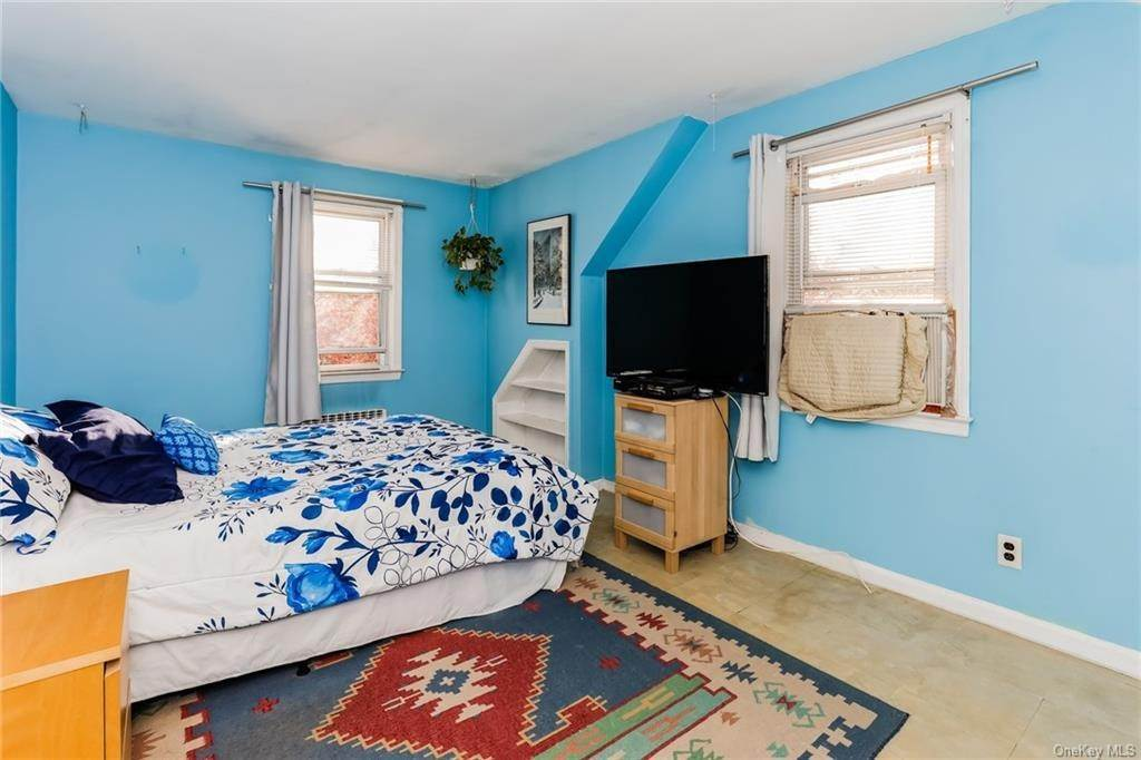 29. Single Family Home for Sale at 324 5th Avenue New Rochelle, New York, 10801 United States
