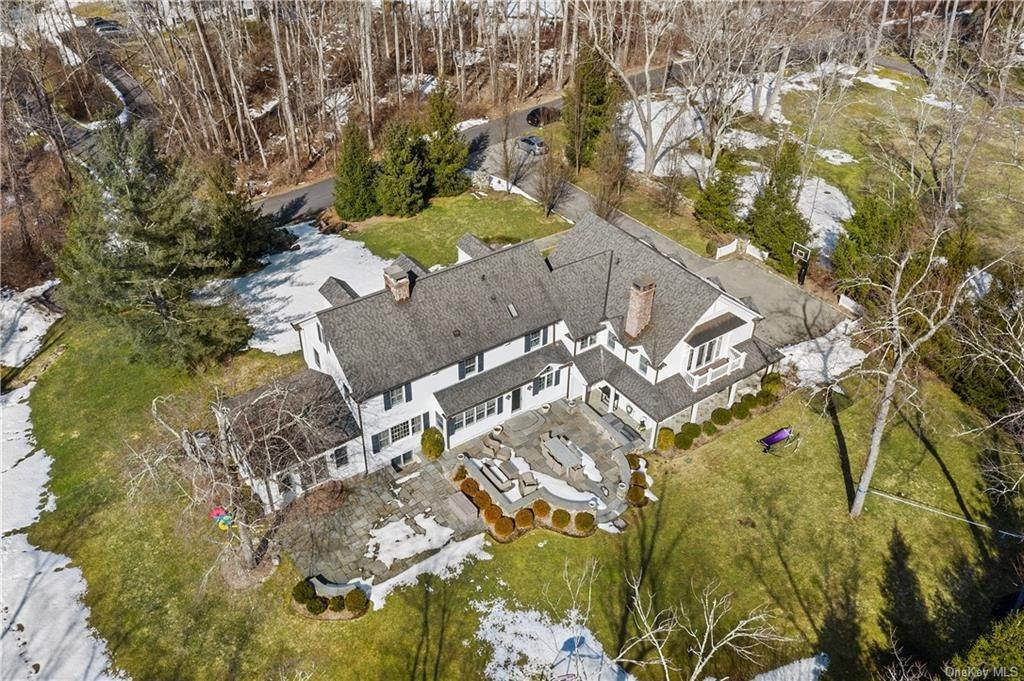 29. Single Family Home for Sale at 17 Colony Row Chappaqua, New York, 10514 United States