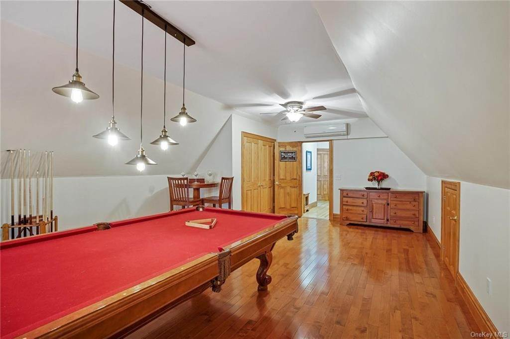 29. Single Family Home for Sale at 10 Greenwich Avenue Central Valley, New York, 10917 United States