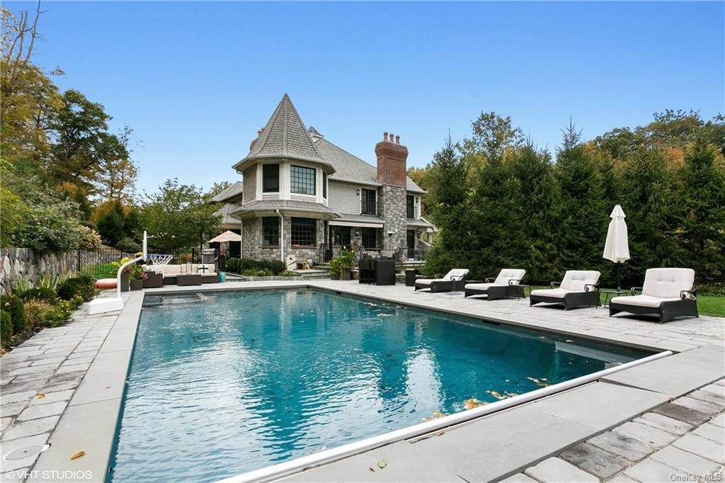29. Single Family Home for Sale at 46 Wrights Mill Road Armonk, New York, 10504 United States