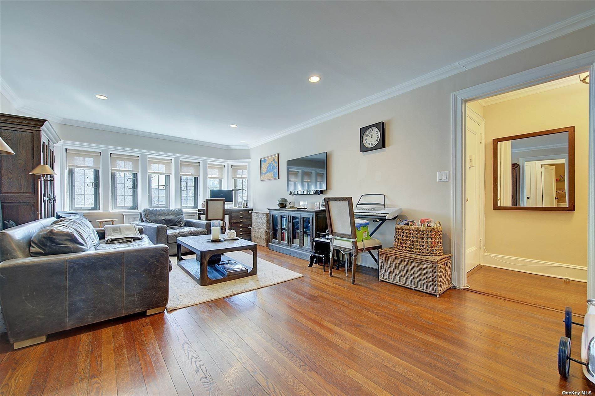 29. Single Family Home for Sale at 6 Davis Avenue Rye, New York, 10580 United States